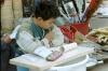 01-10-27_Shenyang_Kind_bei_Hausaufgaben.JPG